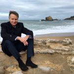 Devant le phare de Biarritz